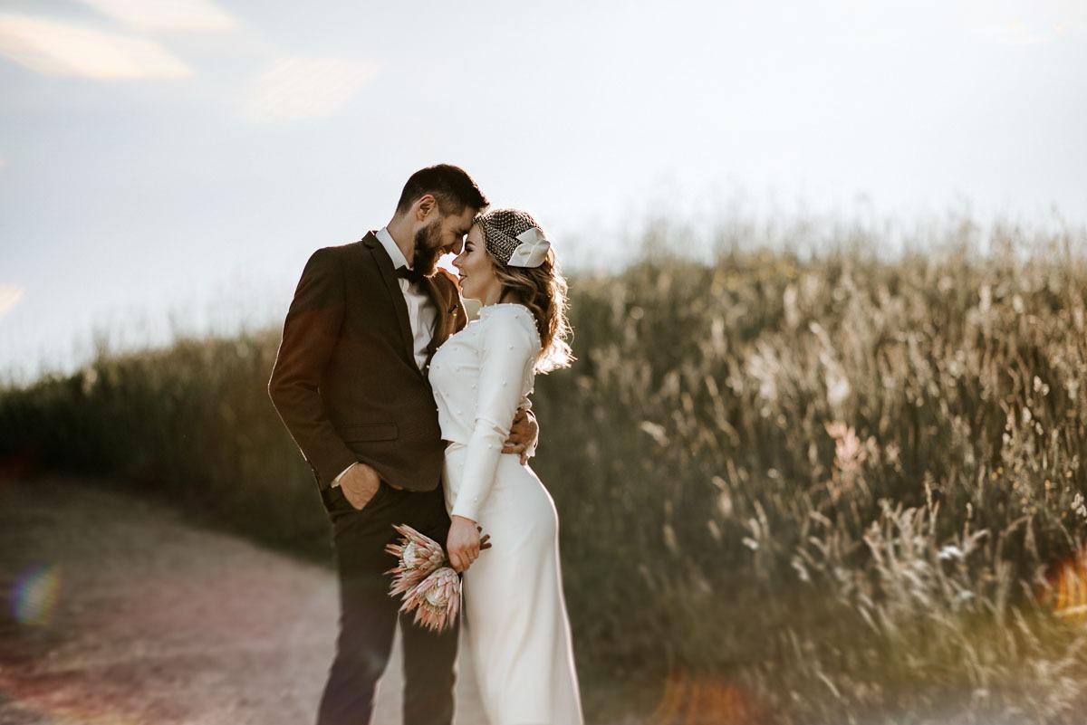Vestuvių fotosesija saulėlydyje