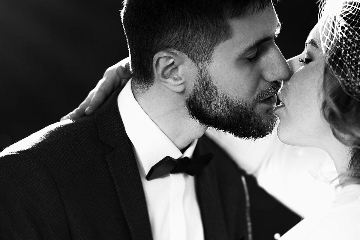 Juodai balta vestuvių fotografija