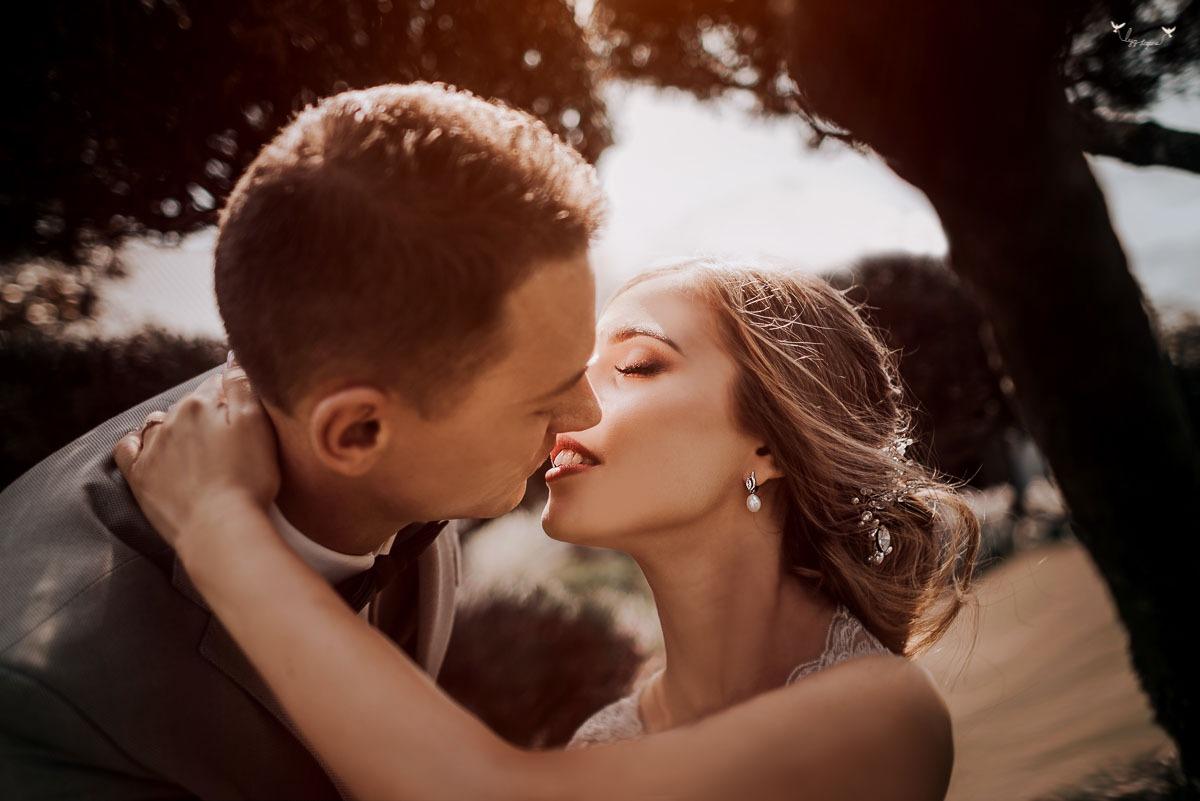 isskirtine vestuviu fotografija
