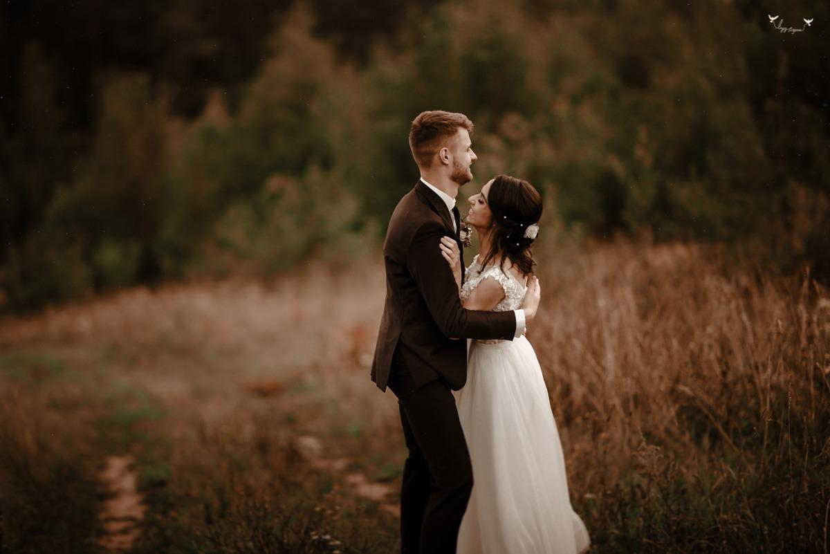 vestuviu fotosesija gamtoje