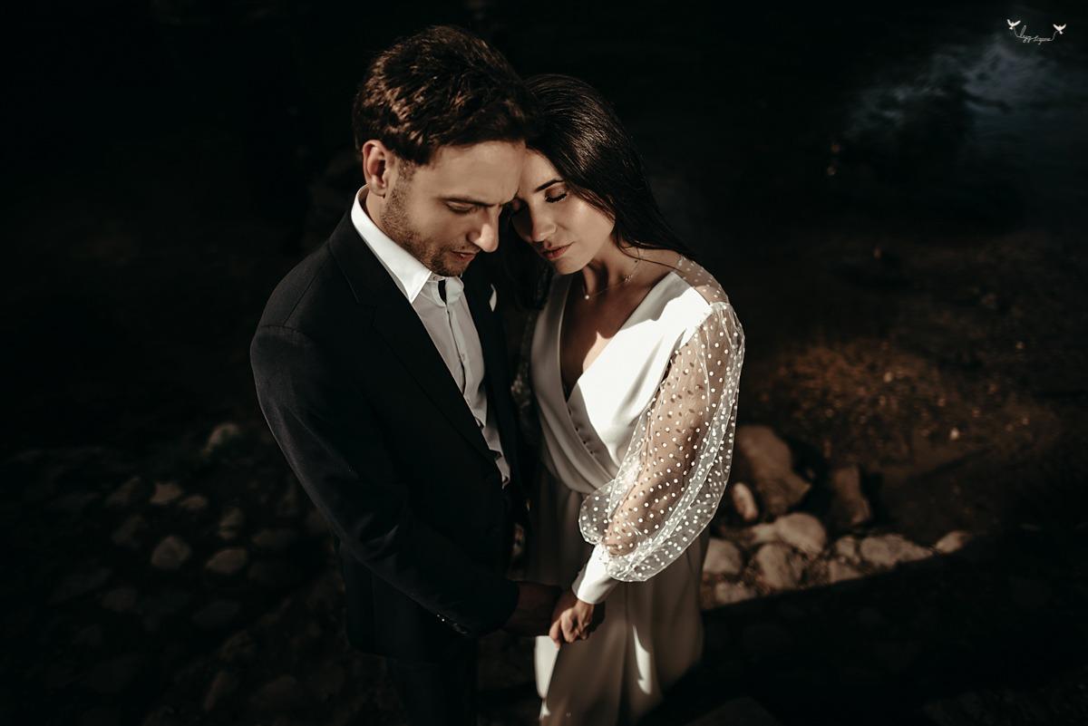 isskirtine vestuvine suknele