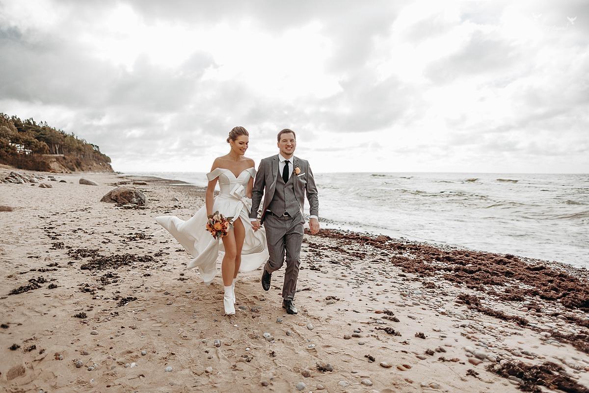 Vestuvine fotosesija prie jūros